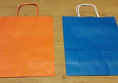 Saco papel asa torcida laranja / azul claro