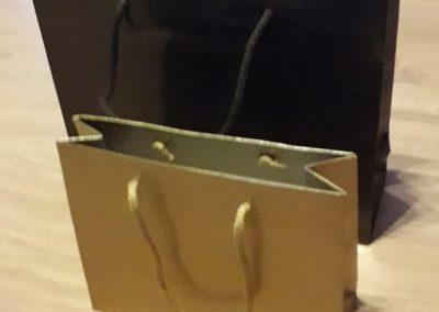 Saco papel lux quadra plastificado brilho 200 gr c/ cordão ouro / castanho